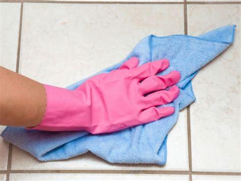 como quitar la grasa pegada de las paredes de la cocina