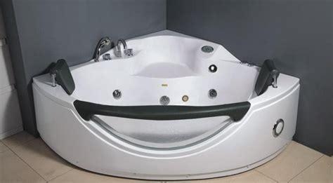 salle de bain baignoire d angle teouta baignoire balneo hydromassante 2 places 156x156x68