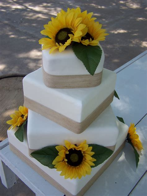 cake  licious sunflower burlap wedding cake