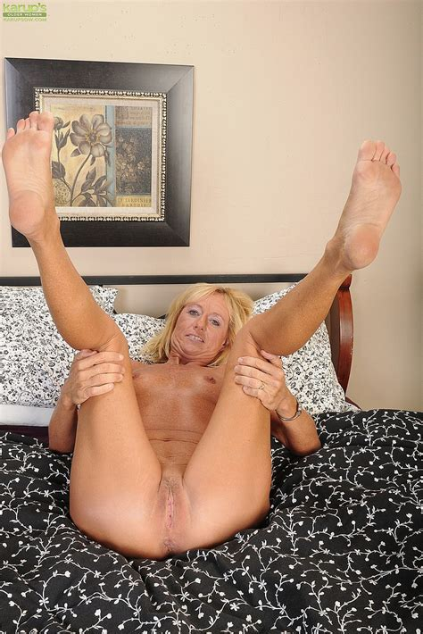 Casey Ivy Toy Fuck Her Yearning Clam Milf Fox