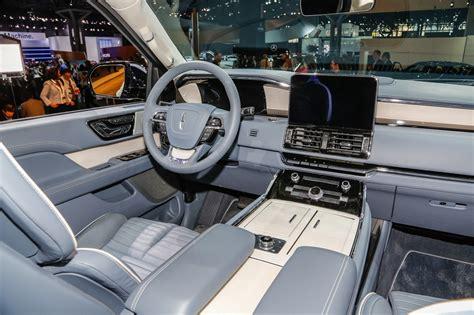lincoln navigator front interior motor trend en espanol