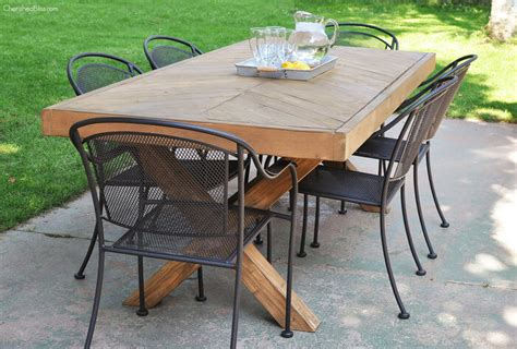 outdoor table   leg  herringbone top  plans