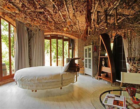 une chambr馥 lit rond au cœur d une chambre au design original design feria