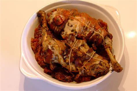 recette de lapin au  sur son lit de tomates confites