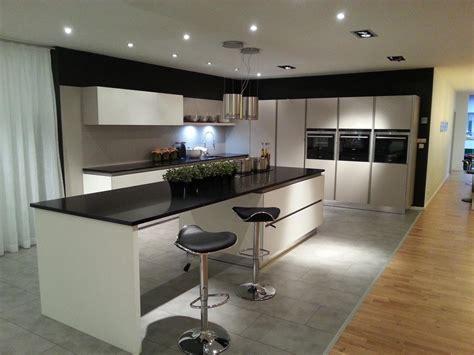 grand meuble de cuisine poigne cuisine design crdence en marbre dans la cuisine