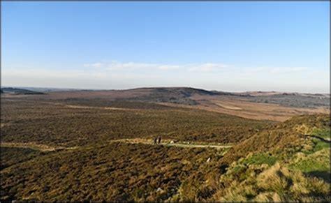 gite mont d arree location vacances finistere gite en centre bretagne ouest proche espaces naturels et mont d arree