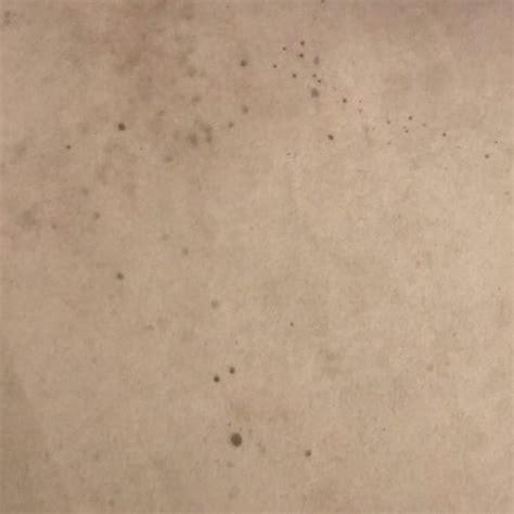 flecken aus teppich entfernen rotweinflecken aus teppich entfernen reinigung flecken