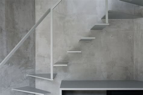 Treppenstufen Beton Innen by Thin Apartment In Tokyo