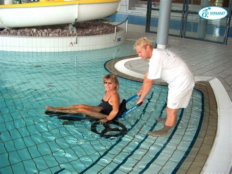 fauteuil roulant de piscine hippoce de vipamat