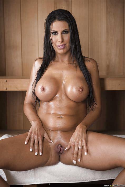 Leggy Brunette Milf Makayla Cox Showing Off Naked Body In