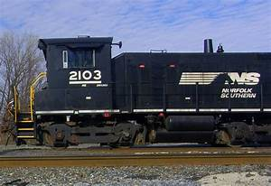 Side View Of Freight Locomotive - Love's Photo Album