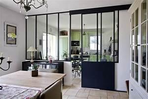 une verriere interieure separe la cuisine de la salle a manger With idee deco cuisine avec modele salle a manger contemporaine