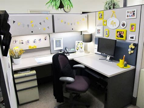 Ideas Your Office Cubicle by 1000 Ideas About Office Cubicle Decorations On