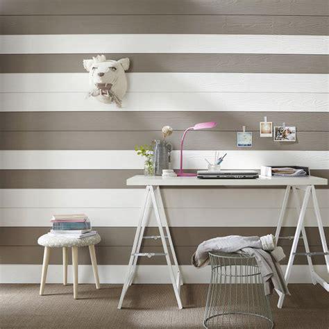 lambris pour chambre lambris 13 idées déco pour habiller vos murs lambris