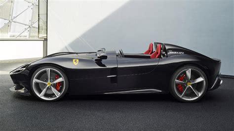 En let hij dan op de fiscale bijtelling? Dit is de peperdure Ferrari die Max Verstappen deze week ...