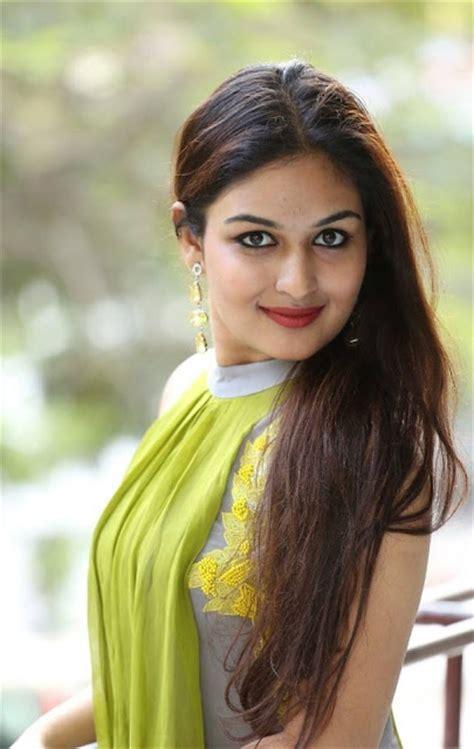 Tamil Actress Prayaga Martin Biography Prayaga Martin