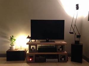 Idee Meuble Tv Fait Maison : meuble tv avec parpaings et planche de bois diy home decoration deco maison et meuble tv ~ Melissatoandfro.com Idées de Décoration