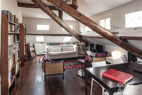 arredamento mansarda moderna 67 mq la mansarda con travi in legno cose di casa