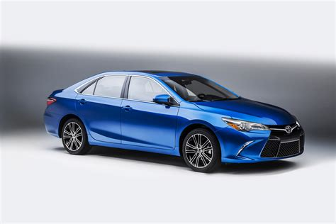 2016 Toyota Camry Features Review