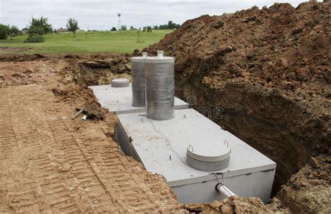 tanques de sujecion septicos concretos imagen de archivo
