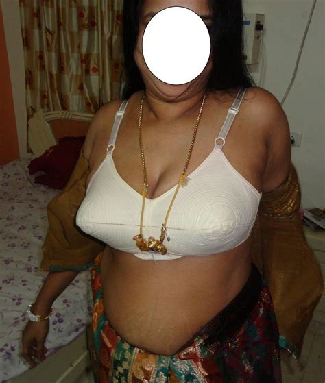 Mallu Aunties Stripping Sarees Tight Blouse And Peticott