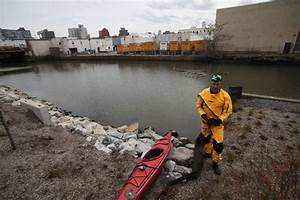 Christopher Swain abandons Gowanus Canal swim after two ...