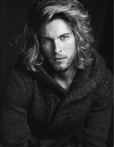coiffure cheveux mi homme coiffure homme cheveux mi longs hiver 2015 ces coupes de cheveux pour hommes qui nous