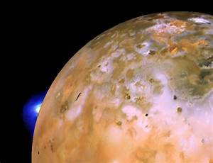 Huge lava fountains seen gushing from Jupiter moon | New ...