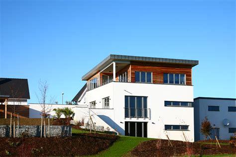 Einfamilienhaus Bahnhof Zum Wohnhaus by Hackl Architekt