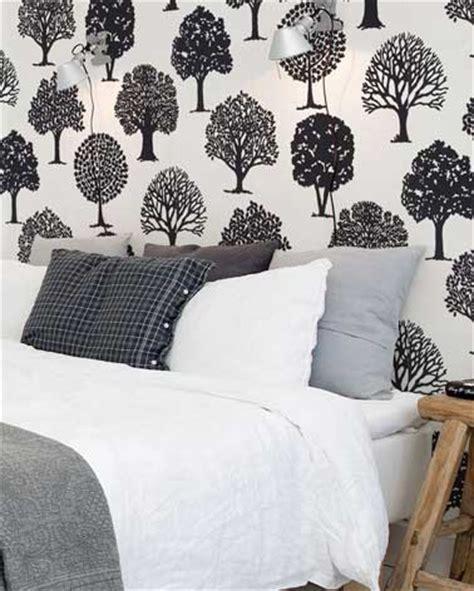 revetement sol pour chambre déco de chambre contemporaine avec papier peint à motifs