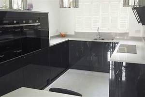 Ophreycom cuisine blanche plan de travail gris for Idee deco cuisine avec facade cuisine gris anthracite