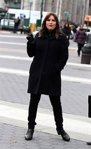 """Mariska Hargitay - """"Law & Order: Special Victims Unit"""" Set ..."""