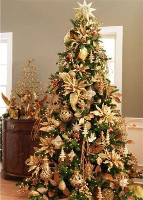 sparkling gold christmas decor ideas digsdigs