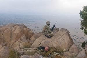 10 amazing world: World's longest sniper kill - 2.47km twice!