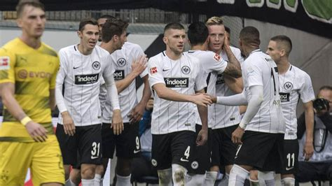 Alle infos zur übertragung im tv und stream auf sky. Borussia Dortmund gegen Eintracht Frankfurt live im TV ...