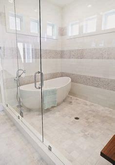fenster mit integrierter lüftung elegantes bad mit dusche und wanne hinter glaswand bad glasw 228 nde wannen und b 228 der