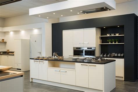 Moderne keuken met open nissen  De Keukenbouwer