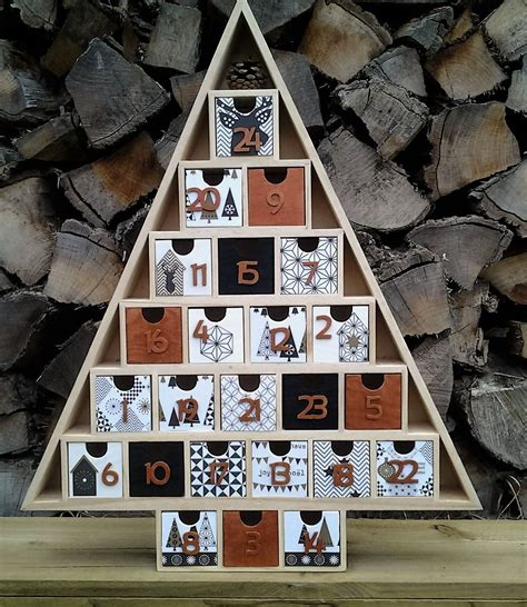 calendrier de l avent en bois nordic g 233 om 233 tric noir
