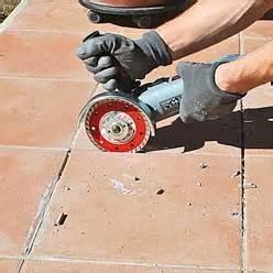 Refaire Joint Carrelage Sol by R 233 Parer Le Carrelage D 233 Coll 233 D Une Terrasse