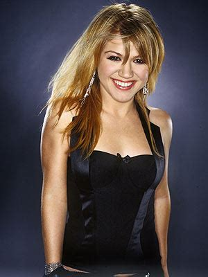 kelly clarkson measurements bra size height  weight