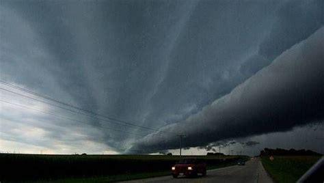 tornado warning signs mnn mother nature network