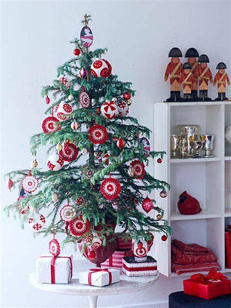 tabletop christmas tree ideas miniature tabletop christmas tree decorating ideas family holiday net guide to family holidays