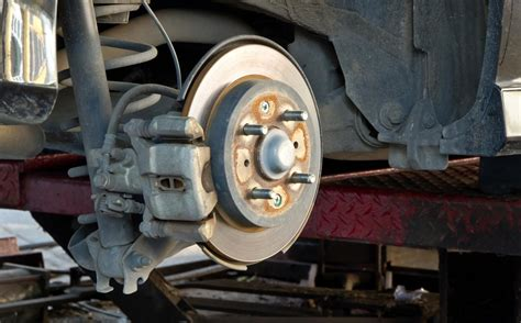 Diagnosing Grinding Noise When Turning Your Car