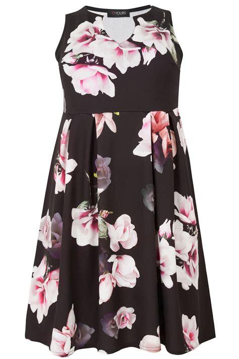 Schwarzes Skaterkleid Mit Blumenprint, Große Größen 4464