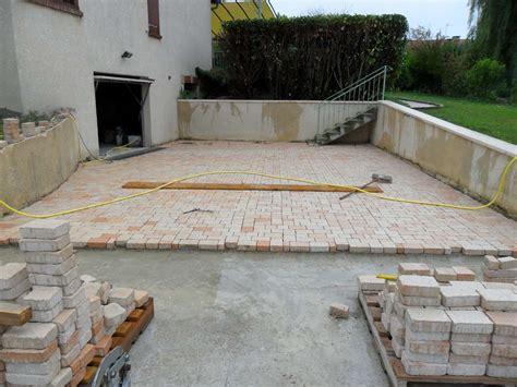 pave pour cour exterieure terrasse en pave sur dalle beton nos conseils