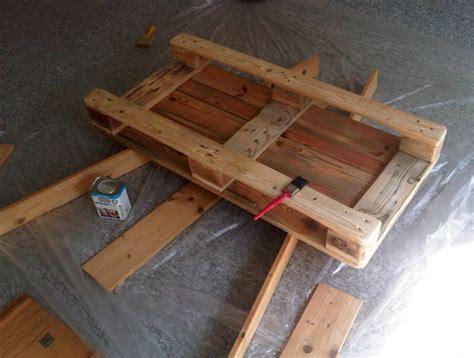 comment fabriquer une table basse en bois peindre sur lasure bois 8 une palette conseils et astuces comment peindre table basse en bois