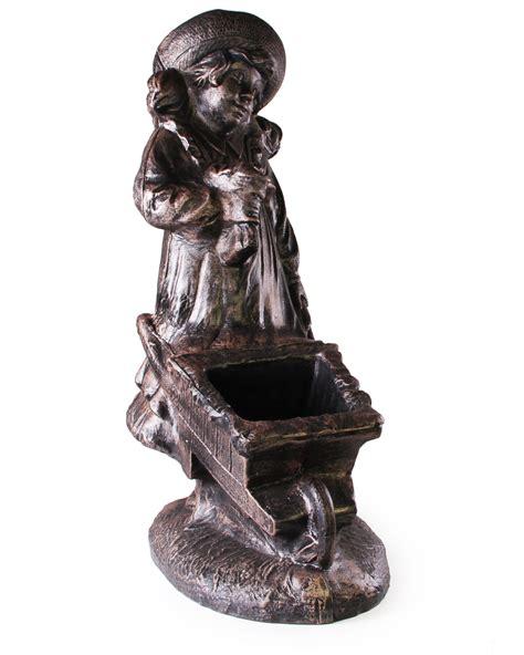 garten schubkarre kunststoff ondis24 pflanzgefäß blumenmädchen mit schubkarre antik bronze günstig kaufen