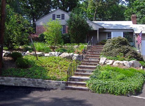 landscaping a sloped front yard genidu sloped front yard landscaping pictures