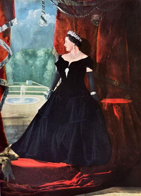 highness queen elizabeth  cecil beaton  queen