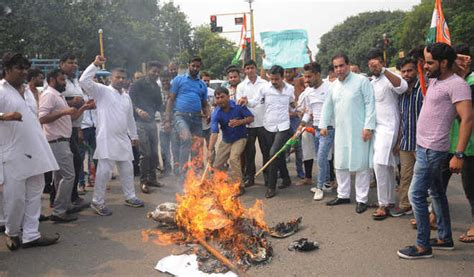 Youth Cong protests against Uri attack : The Tribune India